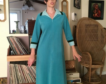 Vintage robe night gown 60s 70s 80s house coat threes company