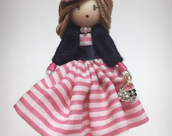 Brooch doll rayas rosas