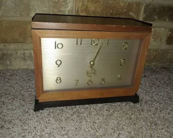 Vintage Seth Thomas Fieldston-ie  E515-000 mantle clock for parts or repair