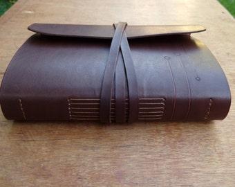 Libro de cuero. Diario o cuaderno de cuero. Cuaderno de cuero. Atado a mano. Libro en blanco. 6,3 x 8,6 pulgadas. Color marrón oscuro.
