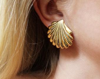 Vintage Gold Shell Earrings / Vintage Earrings / Gold Earrings / 90s Earrings / 90s Gold Earrings / 90s Oversize Earrings / Gold / 1990s
