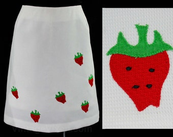 Size 12 Strawberries 1960s Mini Skirt - Red Strawberry on White Pique - 60s Summer Sport Casual Wear - Large - Preppie - Waist 31 - 44875-1