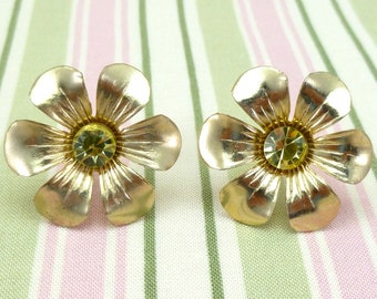 Vintage screw back earrings - gold flowers with light yellow rhinestones