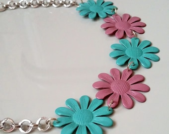 Flower necklace, spring necklace, vintage necklace, short necklace, pink necklace, turquoise necklace, gift idea, gift for her, daisy charm