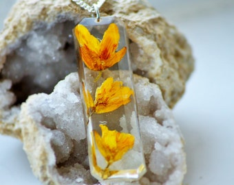 REAL FLOWER NECKLACE - Transparent Resin Jewelry