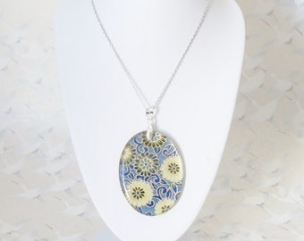 Sakura necklace, medallion in resin, japanese paper and silver chain, floral necklace, gift for her, japanese jewelry