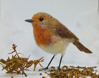 Needle felted robin, little robin redbreast, wool sculpture, garden bird, bird ornament, robin decoration, life size, Gift for her