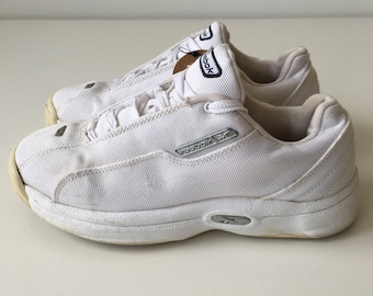 Vintage size 6 Reebok 90s low top sneakers white canvas running shoes platform casual sporty shoes oldschool retro rave club kid women