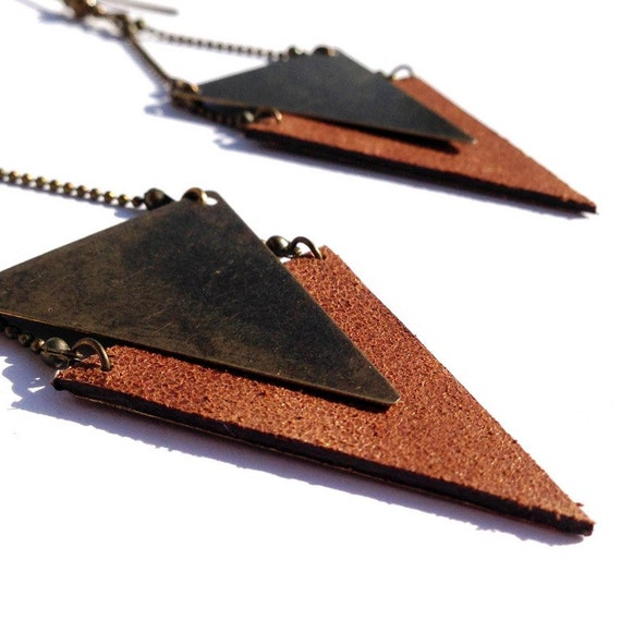 "Golden brown Sheen leather earring / triangle metal bronze CHEYENNE - Collection ""Indian summer"""