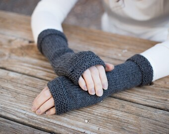 Outlander inspired, Castle Leoch fingerless gloves, Claire's gloves, gray knit fingerless gloves, hand knit arm warmers, knit wool gloves