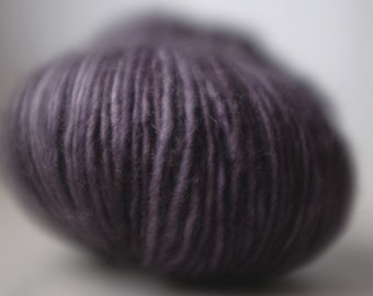 CENTRE PLACE SINGLE, 3 available, Velvet, ~100g, batch 150418, single ply superwash merino, ~360m/100g, handdyed