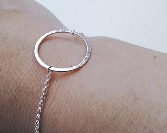 Dainty sterling silver o-ring bracelet. Bdsm jewelry. Delicate hammered silver bracelet. Bdsm jewlry. Circle bracelet. Scandinavian jewelry.