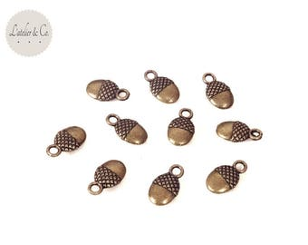 20 charms 12x7mm nutty Acorn Christmas winter forest christmas NOEL B12