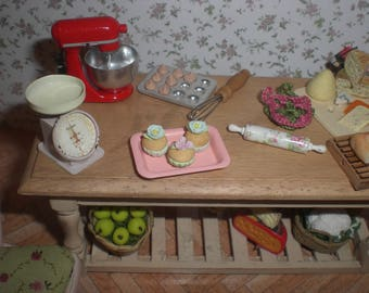 Dollhouse miniature 1/12. Tray with cupcakes