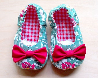 Newborn Booties, Infant Booties, Cute Baby Booties, Baby Shoes With Ribbon, Fabric Baby Booties - Fairytale Bow Baby Booties - Shepherd Boy
