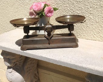Vintage French Balance Scale. Antique French Kitchen Decor in Cast Iron With Rich Aged Authentic  Patina with Trays. Portee 5kg  Scale