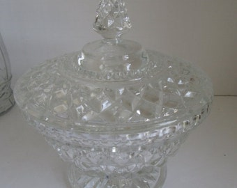 SALE 60s Pedestal Candy Dish Clear Mid Century Glassware Lidded Candy Dish Wedding Crystal Serving Bowl Wexford Anchor Hocking Pressed Glass