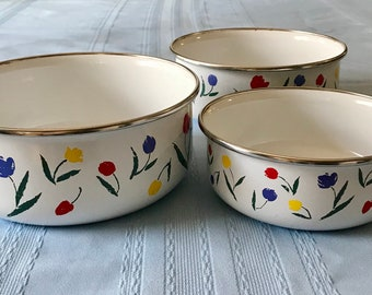 Lovely, Vintage, Set of 3 Nesting, Enamel, MIXING BOWLS W/TULIPS of Red, Yellow and Blue with Green Leaves