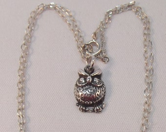 Lovely Little Silver Owl Pendant and Chain