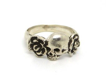 Skull and Roses Ring- Sterling Silver Memento Mori Ring- Unisex Ring- made to order in your size