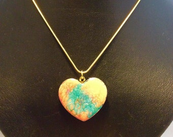 Heart in concrete and synthetic resin, with chain