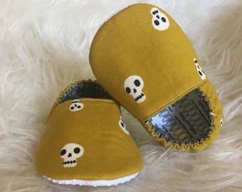 Baby Moccs: Skulls Mustard / Baby Shoes / Baby Moccasins / Childrens Indoor Shoes / Vegan Moccs / Soft Soled Shoes / Montessori Shoes