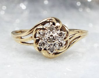 Vintage / 9ct Yellow Gold Diamond Daisy Flower Cluster Bypass Ring / Size T