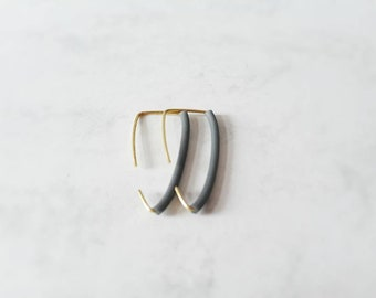 Small grey triangle style rubber earrings