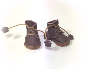 "new style ""old worn "" ,middie blythe boots in a dusky purple with   shoe box"