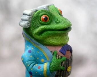 Figurine Footman - Grenouille.The Frog Footman. Alice's Adventures in Wonderland.The Frog.Les adventures of Alice country wonders