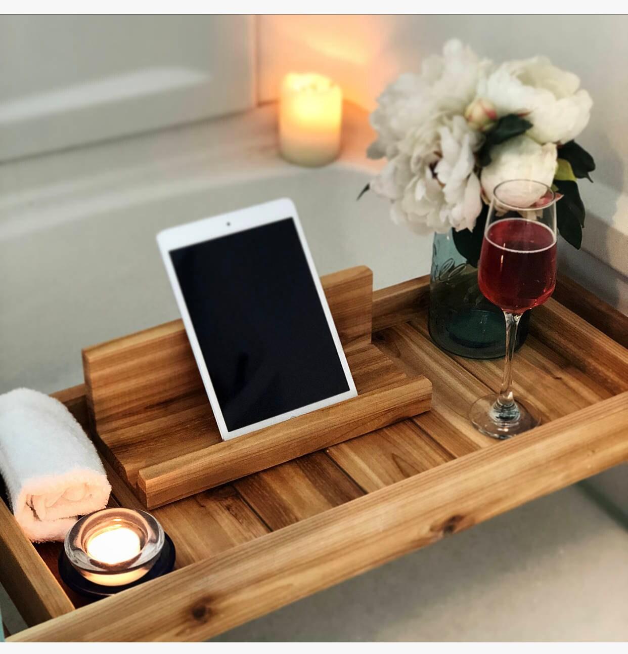 bad bad tablett tablett bad caddy mit ipad halter holz. Black Bedroom Furniture Sets. Home Design Ideas