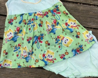 1970s retro/vintage toddler/baby set with kitten print. Approx size 1.