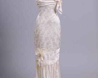 1980 Ivory Rosette Vintage Wedding Gown