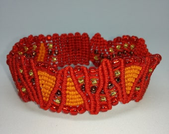 Micro macrame two tones bracelet with round beads