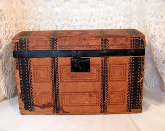 Antique Doll Trunk / Doll Trunk Original Paper Inside / Doll Trunk from early 1900s