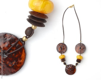 Varied necklace Orange, resin and wood