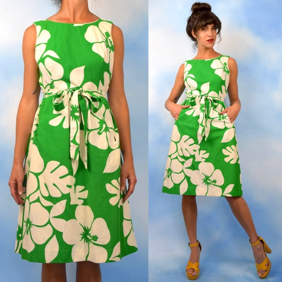 Vintage 60s 70s Kelly Green and White Hibiscus Print Sheath Dress (size medium)