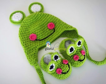 Frog Hat and booties I Newborn Clothing I Photo Prop I Bonnet and Booties I Baby shower gift