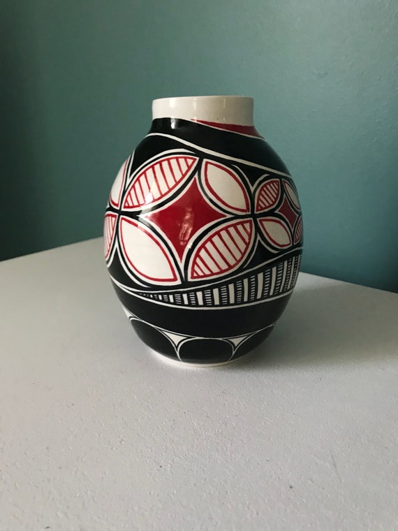 Asymmetrical pot with red