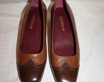 Ann Taylor Ladies Shoes (Size 8 1/2)
