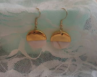 Gold/Seashell Colored Round Dangle Earrings