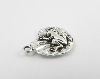 20 Frog Lily Pad Charms in Antiqued Silver - 20mm x 17mm