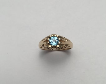 Style#1300-14Kt solid Yellow Gold Antique ring set with a 5 mm London Blue Topaz
