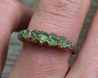August birthstone ring / Peridot ring / Raw gemstone ring / Raw peridot ring/ Green gemstone / Gift for wife / Gift for her