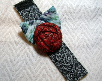 Quilters Gift, Flower Pin Cushion, Pin Cushion, Rose Bracelet, Wrist Corsage Pin Cushion, Sewing Gift - PC-9
