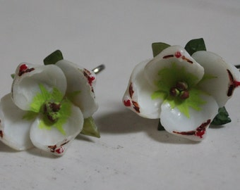 SALE! 1940s Screw Back Hand-Painted Seashell Flower Earrings Vintage