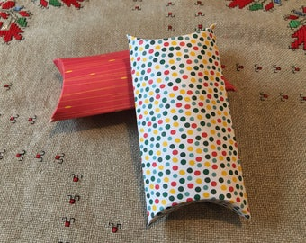 Pillow box for small gifts and jewellery