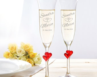Set of 2 champagne flutes - Engraved with Name and Date - Wedding Theme and Red Hearts - Glasses for Sparkling Wine