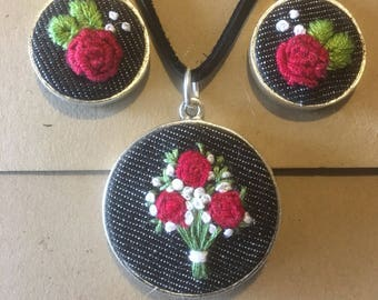 Embroidery hoop pendant jewellery, embroidered necklace earrings set, jewelry, jewellery, red roses, flowers, valentine gift, romantic