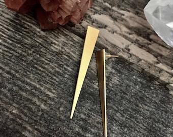 Gold Stud Earrings,Gold Stud Earrings Triangle,Minimal Earrings,Long Gold Studs,Spike Stud Earrings,Gold Spike Earrings,Triangle Studs,Studs